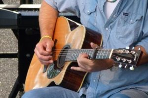 Does the Finish on an Acoustic Guitar Affect Tone