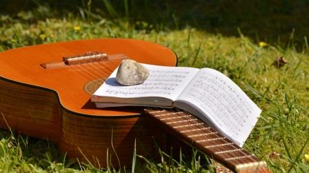 learning guitar by book