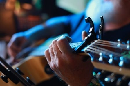 Five Creative Ways To Use A Capo_Six Strings Acoustics