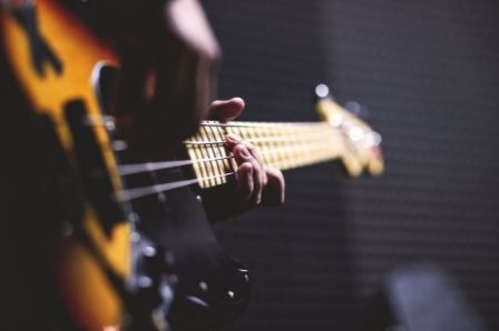 How many strings does a guitar have_Six Strings Acoustics